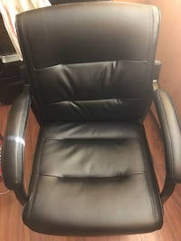 black bonded leather guest chair - Mint condition  Toronto, M6M 1T2