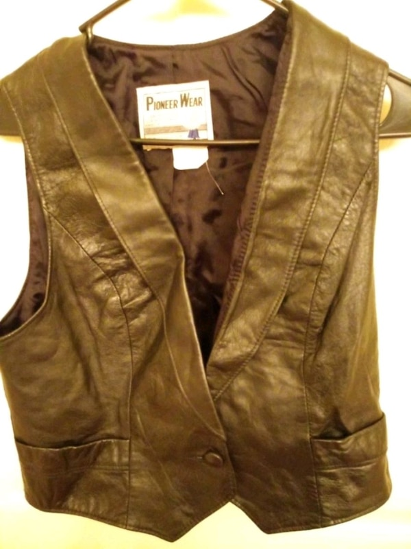Used Woman Leather Vest Size: Small