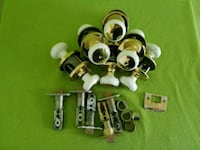 White and gold interior door knobs (x6) Gatineau, J8R 2V6