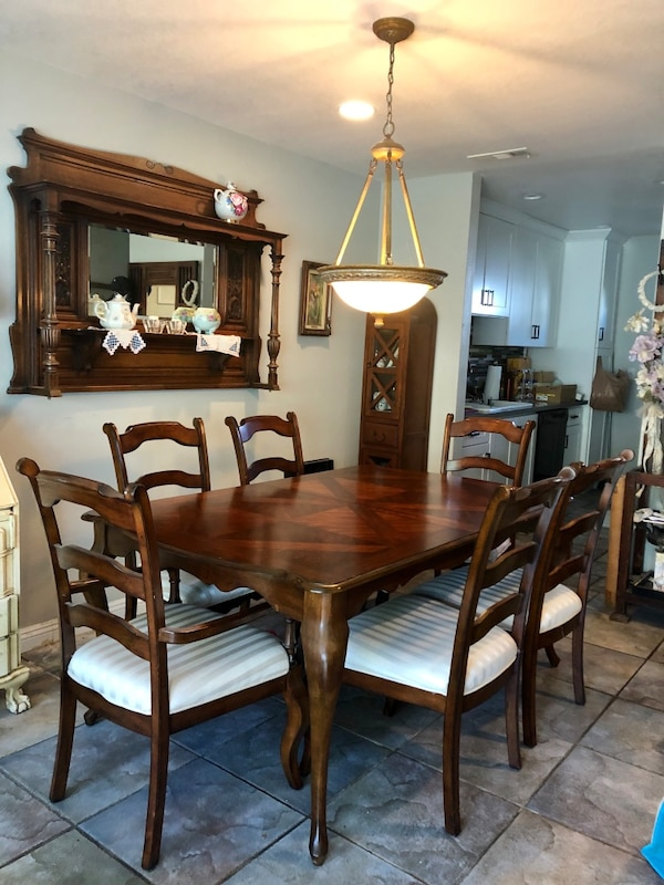 $325 COUNTRY FRENCH MAHOGANY DINING TABLE W/6 FABRIC SEAT CHAIRS