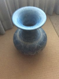 blue and white ceramic vase London, N6P 1B6