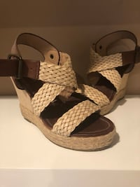 pair of brown-and-white wedge sandals Los Angeles, 91342