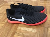Pair of black nike low-top sneakers Toronto, M1H 2Y4
