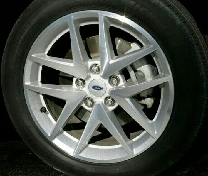 Center cap/wheel for Ford vehicles  1