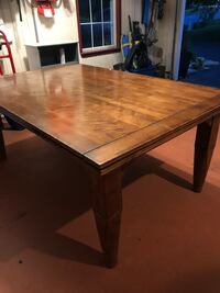 Table.  Expands to 10 ft Poolesville, 20837