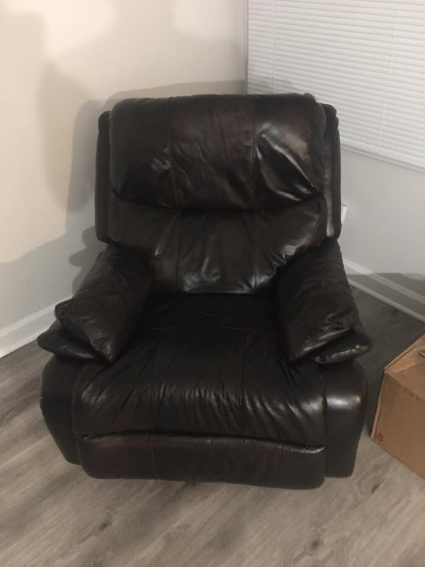Leather LA-Z-BOY Recliner 49e4a786-d0dd-4bd3-a423-ca385f8750f6