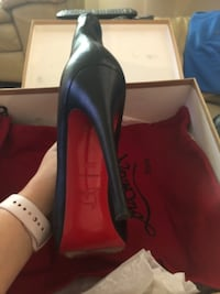 pair of black leather pointed-toe pumps Austin