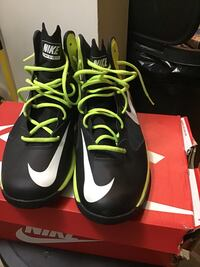 black-and-green Nike basketball shoes Washington, 20020