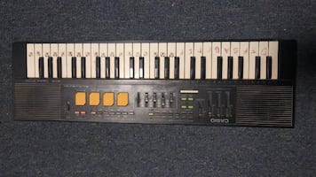 CASIO MT-220 Electronic Keyboard.