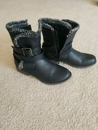 pair of black leather boots Peoria, 61614
