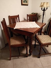 Antique dining room table and chairs. Burlington, L7T 4C5