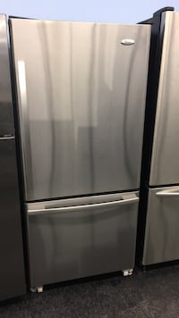 Whirlpool fridge — warranty and delivery  Toronto, M3J 3K7