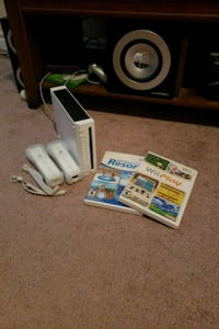 white Nintendo Wii console with controller and gam Brampton, L6V 2C1