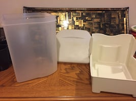 Rubbermaid Bread Container