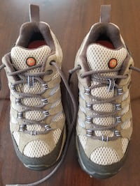 Women's Merrell MOAB cross trainers (size 7) 323 mi