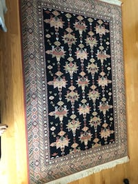 Wool area rug 8'by 5