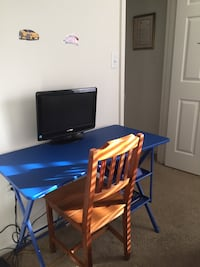 DESK WITH TV & CHAIR 47 km