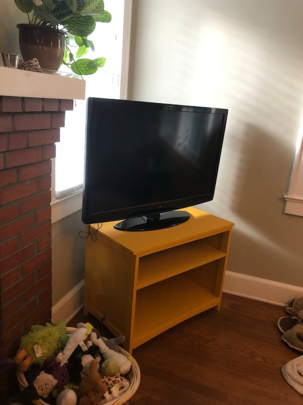 Yellow TV stand /small shelf d5a0d50d-fae2-45da-b628-305bd05c7deb