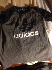 black and gray Adidas crew-neck t-shirt Windsor, N8Y