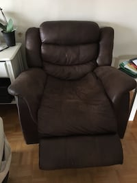 black leather recliner sofa chair Vaughan, L4K 1K4
