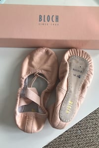 Toddler size 10.5 ballet shoe