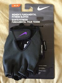 NIKE Women's Fundamental Fitness Gloves Fit Dry Size XS Purple Gray Black NEW NWT 1946 mi