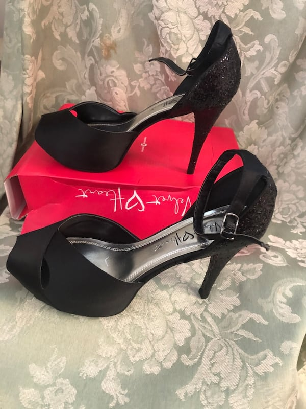 Ladies size 9 black heels (new in box)$25 or best offer d051d1ec-37c9-493b-b2db-24413602e8dd