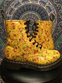 Yellow daisy size 7 women's Dr. Martens