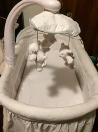 Bassinet (boy or girl) LIKE NEW