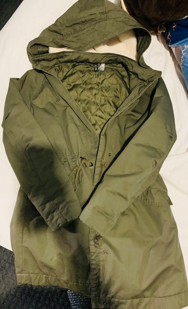 Selling my H&M jacket . Size 4. Too large for me . 7951d6e9-2b73-4918-b518-c583452a350b