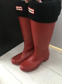 Matte Red Hunter Boots with Cable knit socks (Size 8) Toronto, M8V 0E6