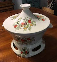 White-green-and-red floral ceramic tureen with stand. Glen Cove, 11542