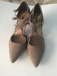 Pair of faux suede pointed-toe heeled shoes Clarksburg, 20871