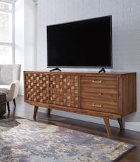 Chiladda Warm Brown Extra Large TV Stand Woodbine, 21797