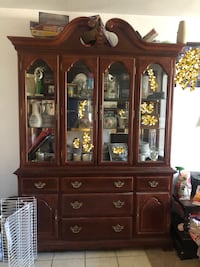 Matching China cabinet and 8 seat table Dallas, 75215