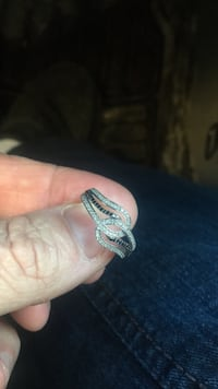 Silver and diamond studded ring Ottawa, K2P 1R2