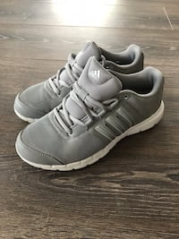 Adidas running shoes size 5.5 Toronto, M5A 0C4