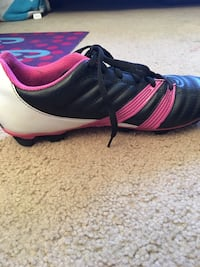 Pink and black soccer shoes  Gaithersburg, 20878