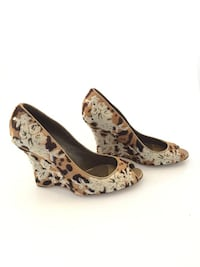 Beautiful and gorgeous desinger (Valentino) Wedges on sale! Toronto