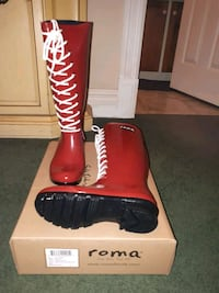 Red boots size 7 Innisfil, L9S 2E1