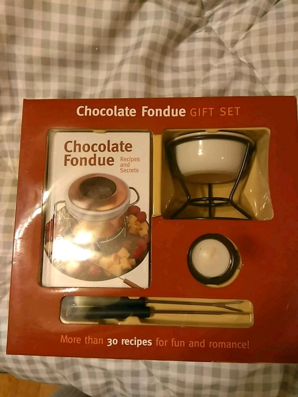 Used CHOCOLATE FONDUE GIFT SET for sale in Crestwood