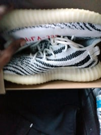 Yeezy 350 Boost Zebra Size 9.5 Washington, 20032