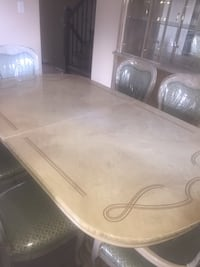 Dining table + Hutch buffet Mississauga, L4T 2S2