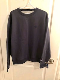 Brand New Champion Sweater ( Large )  545 km