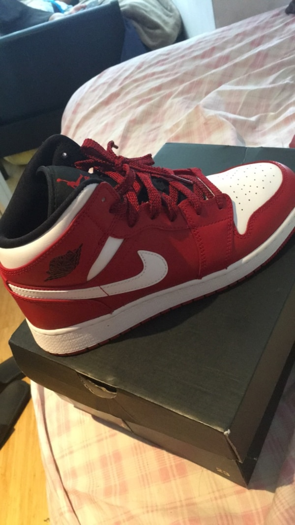 918ead3ee8de7 Used Unpaired red and white nike basketball shoe for sale in New York -  letgo