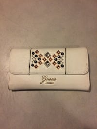 White guess wallet  Pitt Meadows, V3Y 1M8