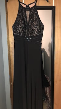 Dress, only worn once 12-14 in size Labelle, 33935