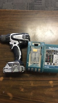 MAKITA CORDLESS DRILL MODEL LXFD01 WITH 1 BATTERY AND CHARGER. $130 Calgary, T2G 5J5