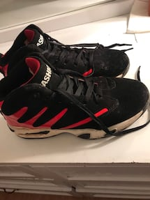 Black and red basketball shoes size 8