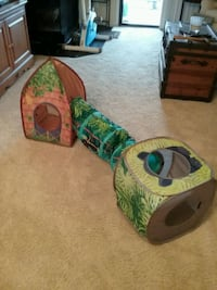 Cat toy with tunnel